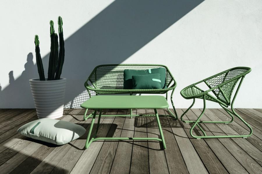 Banquette et fauteuil table basse alu SIXTIES cactus Fermob