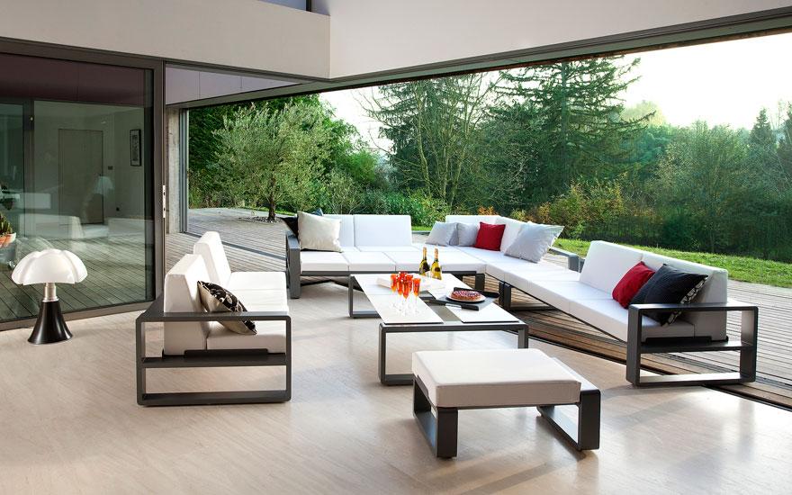 Salon de jardin canap fauteuil bas et banquette for Ensemble salon exterieur