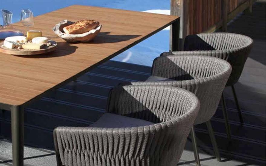 Fauteuil repas twist et table de jardin unit Royal Botania