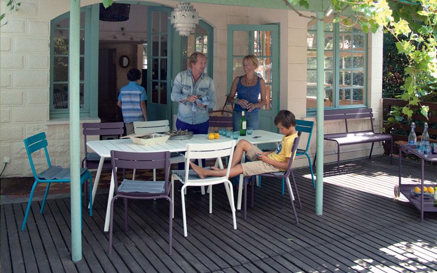 FERMOB - Table, chaise, desserte et banc Luxembourg en aluminium. Couleurs prune, coton, turquoise