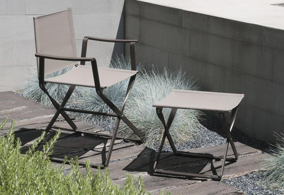 fauteuil metteur en scene et repose pied ciak terrasse et demeureterrasse et demeure. Black Bedroom Furniture Sets. Home Design Ideas