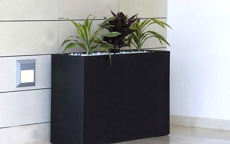 Pots design vases et jardini res terrasse et demeureterrasse et demeure for Pot de plante design