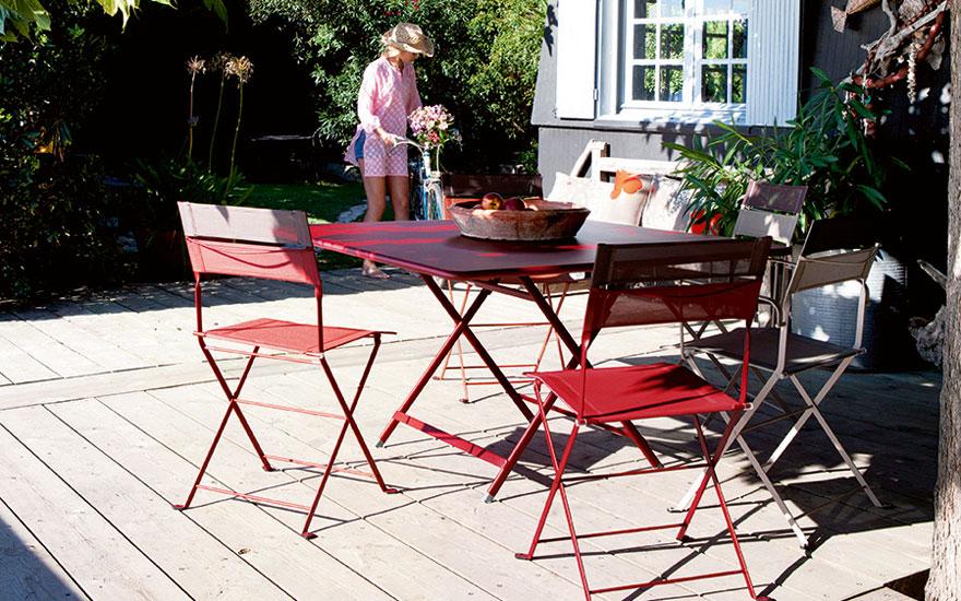 FERMOB_table-pliante-caractere-8-personnes-24-couleurs-chaise-pliante-latitude-piment-muscade