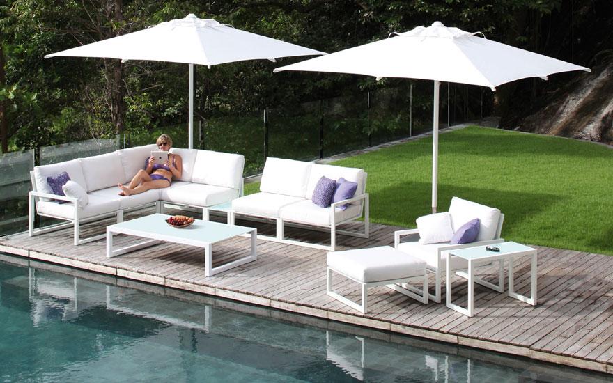 Salon de jardin canap fauteuil bas et banquette for Fauteuil banquette design