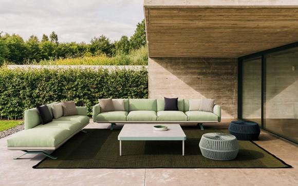 canap boma poufs et table basse kettal terrasse et demeureterrasse et demeure. Black Bedroom Furniture Sets. Home Design Ideas