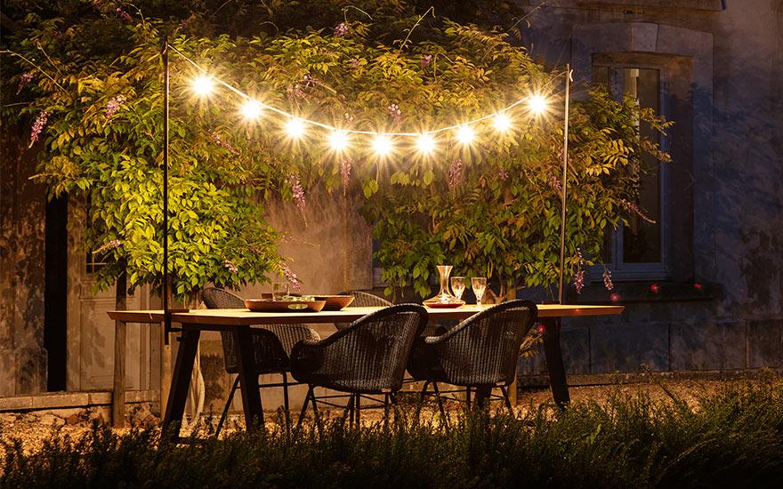 table de jardin, fauteuils et luminaire Vincent Sheppard
