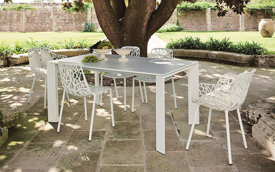 table-grande-arche-allonges-aluminium-chaises-fauteuils-Forest-fast